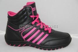 Российские кроссовки оптом в Сыктывкаре пользуются большим спросом, так как данного типа обувь обладает огромным количеством преимуществ